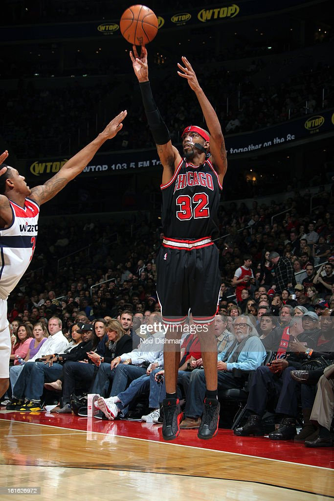 Richard Hamilton #32 of the Chicago Bulls takes a shot against the Washington Wizards at the Verizon Center on January 26, 2013 in Washington, DC.