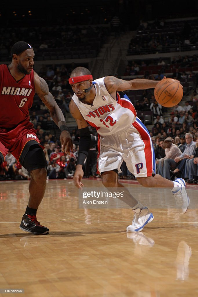 Richard Hamilton #32 of the Detroit Pistons drives against <a gi-track='captionPersonalityLinkClicked' href=/galleries/search?phrase=LeBron+James&family=editorial&specificpeople=201474 ng-click='$event.stopPropagation()'>LeBron James</a> #6 of the Miami Heat on March 23, 2011 at The Palace of Auburn Hills in Auburn Hills, Michigan.