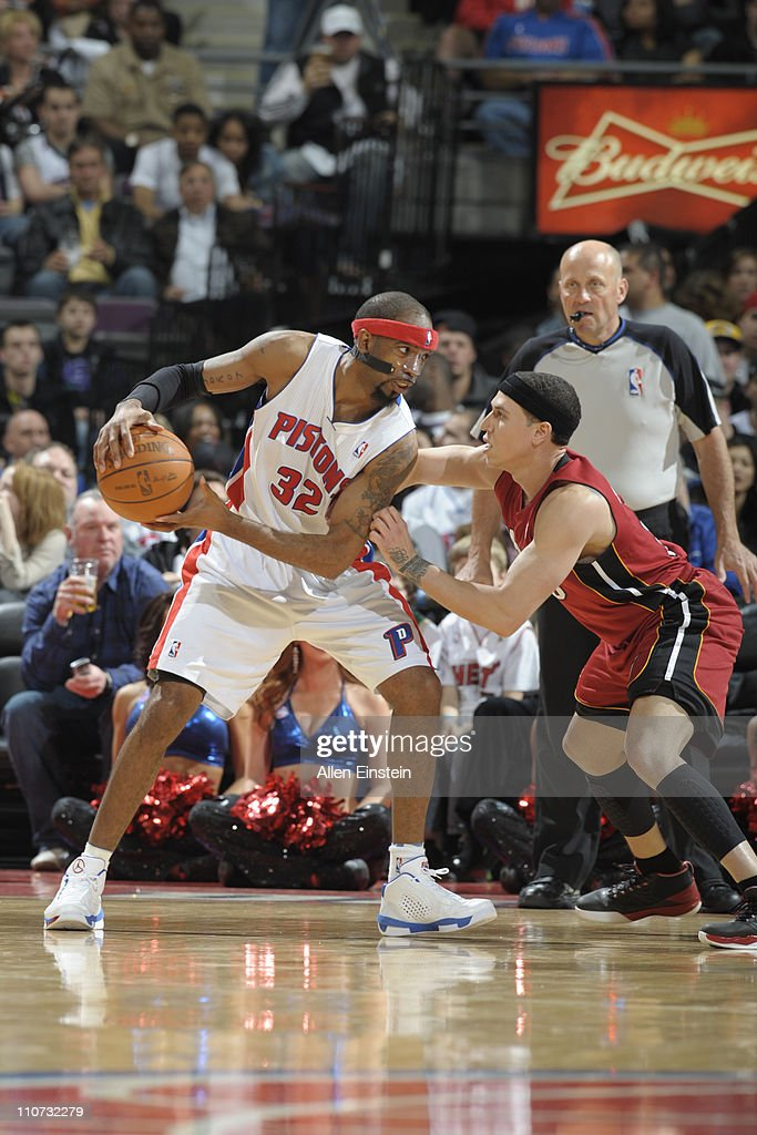 Richard Hamilton #32 of the Detroit Pistons looks to drive against <a gi-track='captionPersonalityLinkClicked' href=/galleries/search?phrase=Mike+Bibby&family=editorial&specificpeople=201503 ng-click='$event.stopPropagation()'>Mike Bibby</a> #0 of the Miami Heat on March 23, 2011 at The Palace of Auburn Hills in Auburn Hills, Michigan.