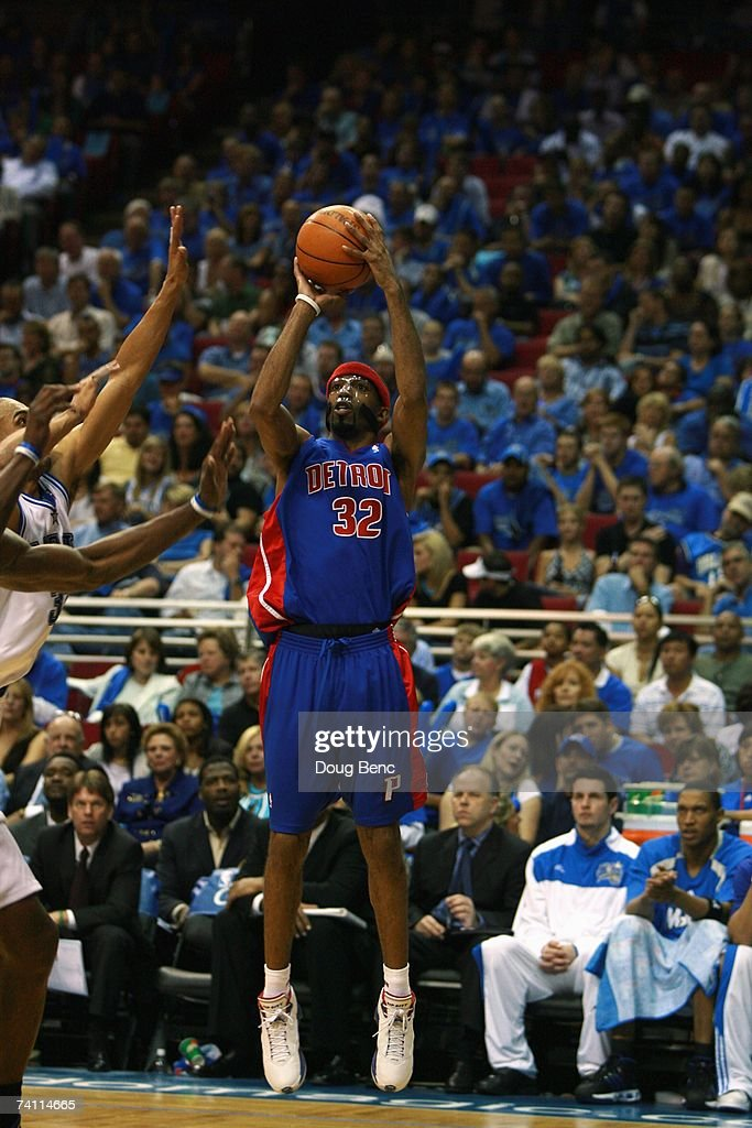 Richard Hamilton #32 of the Detroit Pistons shoots a jump shot against the Orlando Magic in Game Three of the Eastern Conference Quarterfinals during the 2007 NBA Playoffs at Amway Arena on April 26, 2007 in Orlando, Florida. The Pistons won 93-77.