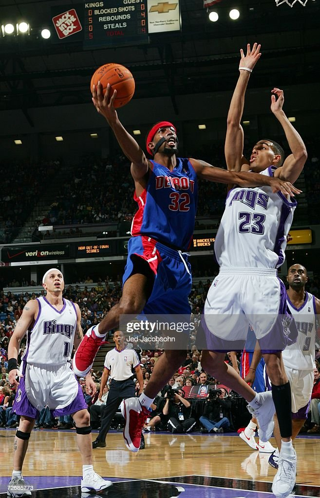 Richard Hamilton #32 of the Detroit Pistons takes the ball to the basket against Kevin Martin #23 of the Sacramento Kings during the game at Arco Arena on November 8, 2006 in Sacramento, California. The Kings won 99-86.