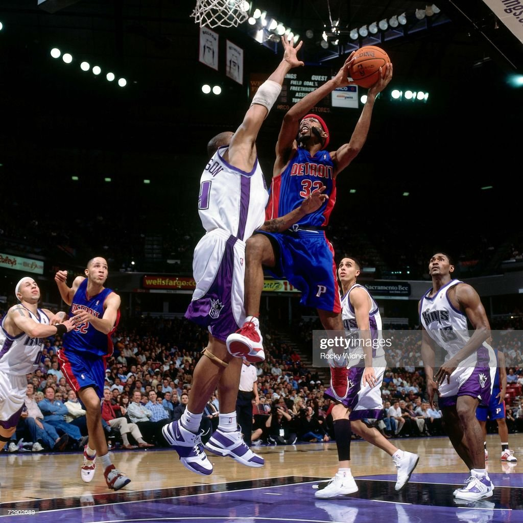 Richard Hamilton #32 of the Detroit Pistons takes the ball to the basket against Corliss Williamson #34 of the Sacramento Kings during a game at Arco Arena on November 8, 2006 in Sacramento, California. The Kings won 99-86.