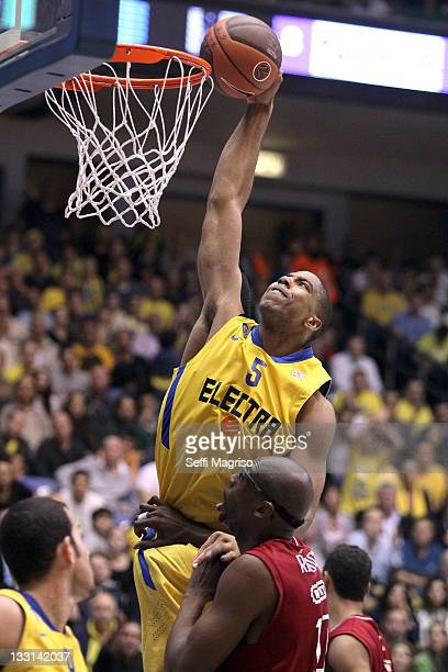 Richard Hendrix #5 of Maccabi Electra Tel Aviv in action during the 20112012 Turkish Airlines Euroleague Regular Season Game Day 5 between Maccabi...