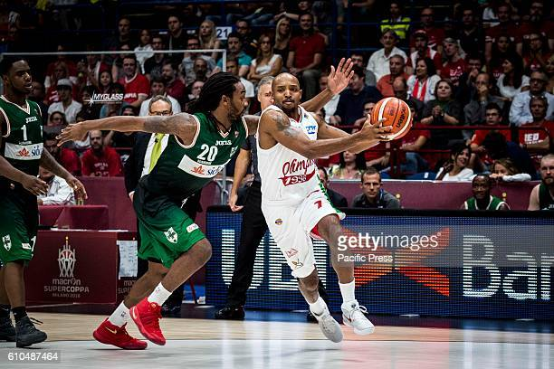 Richard Hickman drives to the basket during the final of Macron Supercoppa 2016 basketball match between Sidigas Avellino vs EA7 Emporio Armani...