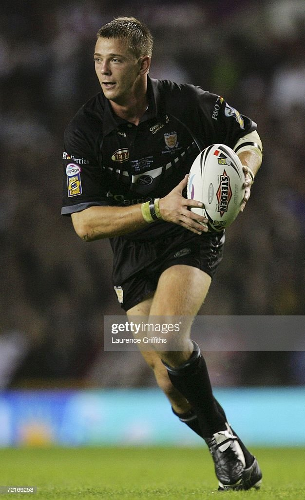 Richard Horne of Hull runs with the ball during the Engage Super League Grand Final between St Helens and Hull FC at Old Trafford on October 14 2006...