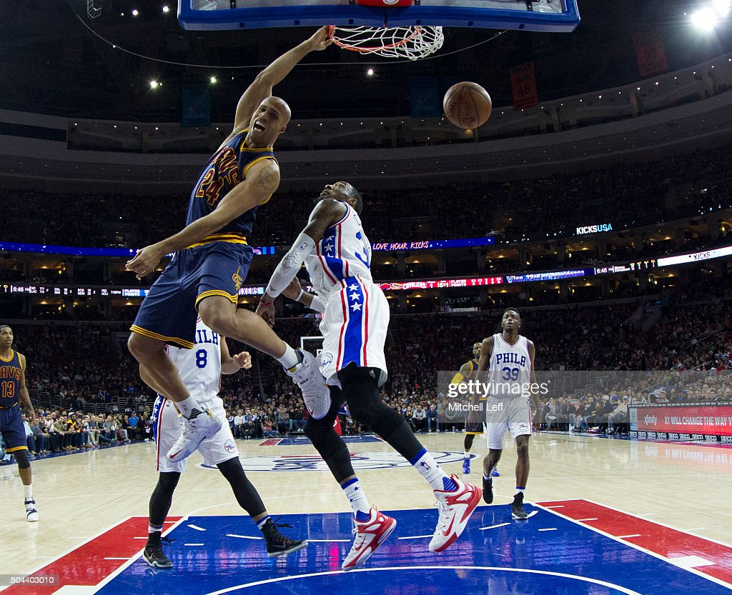 Richard Jefferson #24 of the Cleveland Cavaliers dunks the ball past Robert Covington #33 of the Philadelphia 76ers on January 10, 2016 at the Wells Fargo Center in Philadelphia, Pennsylvania. The Cavaliers defeated the 76ers 95-85.