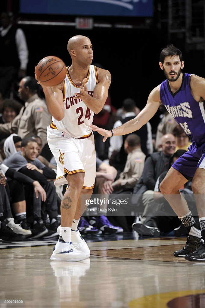 <a gi-track='captionPersonalityLinkClicked' href=/galleries/search?phrase=Richard+Jefferson&family=editorial&specificpeople=201688 ng-click='$event.stopPropagation()'>Richard Jefferson</a> #24 of the Cleveland Cavaliers passes the ball against <a gi-track='captionPersonalityLinkClicked' href=/galleries/search?phrase=Omri+Casspi&family=editorial&specificpeople=2298404 ng-click='$event.stopPropagation()'>Omri Casspi</a> #18 of the Sacramento Kings on February 8, 2016 at Quicken Loans Arena in Cleveland, Ohio.