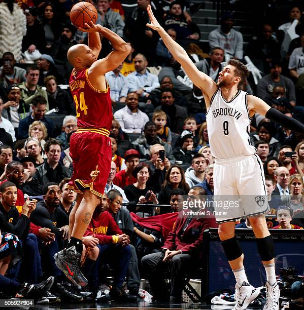 Richard Jefferson of the Cleveland Cavaliers shoots the ball against Andrea Bargnani of the Brooklyn Nets on January 20 2016 at Barclays Center in...
