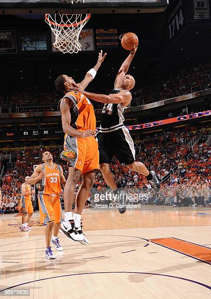 Richard Jefferson of the San Antonio Spurs dunks against Channing Frye of the Phoenix Suns in Game Two of the Western Conference Semifinals during...
