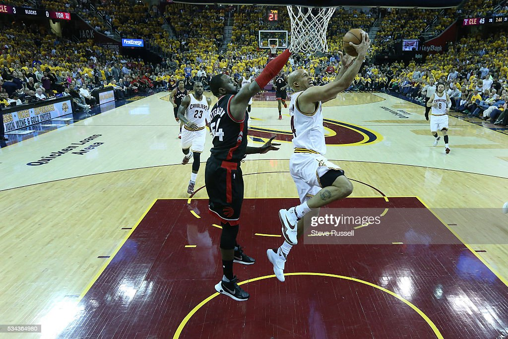 Richard Jefferson slips past Patrick Patterson as the Toronto Raptors lose the Cleveland Cavaliers in game 5 of the NBA Conference Finals at Quicken Loans Arena in Cleveland. May 25, 2016.