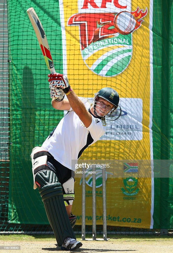 <a gi-track='captionPersonalityLinkClicked' href=/galleries/search?phrase=Richard+Levi&family=editorial&specificpeople=8334116 ng-click='$event.stopPropagation()'>Richard Levi</a> of South Africa during the 3rd T20 International match between South Africa and New Zealand at AXXESS St Georges on December 26, 2012 in Port Elizabeth, South Africa.
