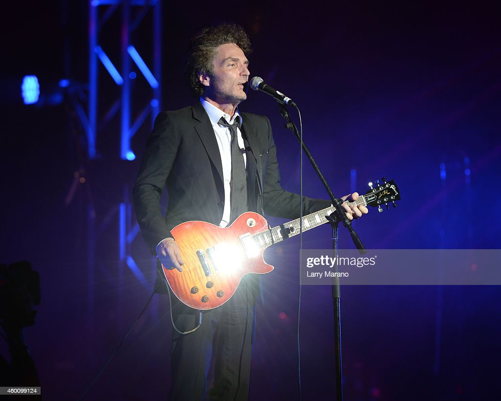 Richard Marx performs at the 2014 Annual Little Dreamer On The Beach Gala at Fillmore Miami Beach on December 6, 2014 in Miami Beach, Florida.