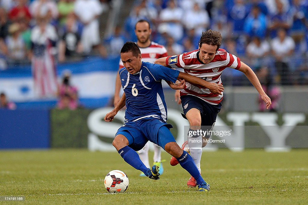 Richard Menjivar Peraza #6 of El Salvador battles for the ball against Mix Diskerud #8 of the United States in the second half during the 2013 CONCACAF Gold Cup quarterfinal game at M&T Bank Stadium on July 21, 2013 in Baltimore, Maryland.