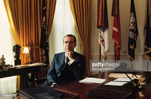 the oval office desk. richard nixon in united states the 1970s oval office desk