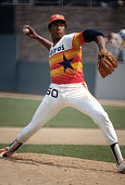 R Richard of the Houston Astros pitches against the New York Mets during an Major League Baseball game circa 1978 at Shea Stadium in the Queens...