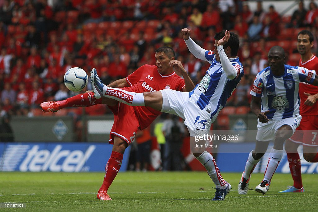 Richard Ortiz (L) of Toluca struggles for the ball with Jorge Hernandez (L) of Tijuana during the match between Toluca and Pachuca as part of the Apertura 2013 Liga Bancomer MX at Nemesio Diez Stadium on july 21, 2013 in Toluca, Mexico.