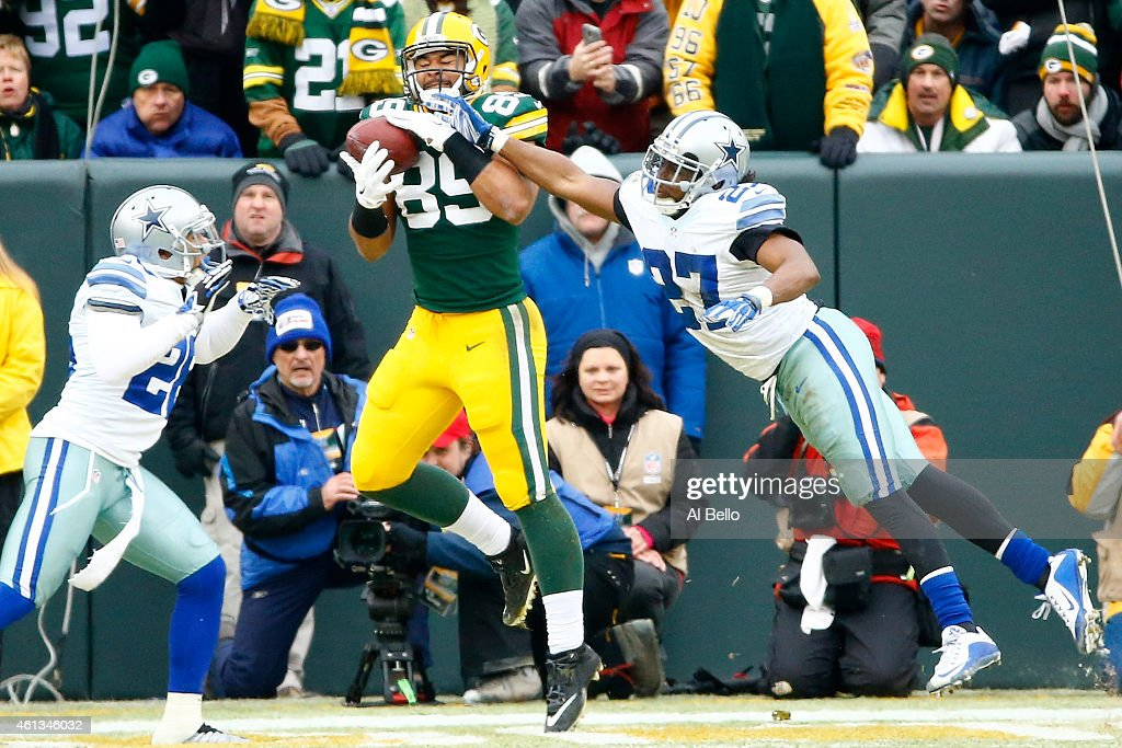 Richard Rodgers of the Green Bay Packers scores a touchdown against JJ Wilcox of the Dallas Cowboys during the 2015 NFC Divisional Playoff game at...