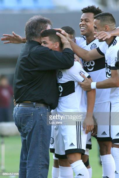 Richard Sanchez of Olimpia celebrates with his coach Ever Almeida and teammates Hernan Pellerano and Edcarlos Conceicao after scoring the first goal...