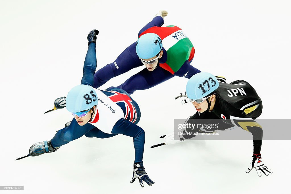 <a gi-track='captionPersonalityLinkClicked' href=/galleries/search?phrase=Richard+Shoebridge&family=editorial&specificpeople=9002461 ng-click='$event.stopPropagation()'>Richard Shoebridge</a> (L) of Great Britain, Andrea Cassinelli of Italy and Dan Iwasa (R) of Japan compete in the Mens 1000m Quarter Final during ISU Short Track Speed Skating World Cup held at The Sportboulevard on February 13, 2016 in Dordrecht, Netherlands.