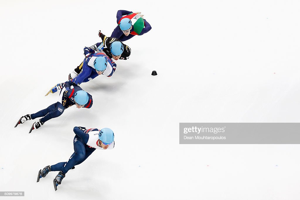 <a gi-track='captionPersonalityLinkClicked' href=/galleries/search?phrase=Richard+Shoebridge&family=editorial&specificpeople=9002461 ng-click='$event.stopPropagation()'>Richard Shoebridge</a> of Great Britain leads as he competes in the Mens 1000m Quarter Final during ISU Short Track Speed Skating World Cup held at The Sportboulevard on February 13, 2016 in Dordrecht, Netherlands.