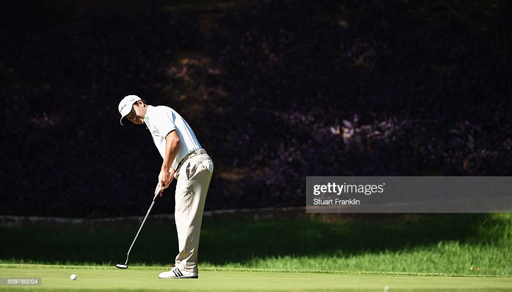 <a gi-track='captionPersonalityLinkClicked' href=/galleries/search?phrase=Richard+Sterne&family=editorial&specificpeople=243113 ng-click='$event.stopPropagation()'>Richard Sterne</a> of South Africa putts during the second round of the Tshwane Open at Pretoria Country Club on February 12, 2016 in Pretoria, South Africa.