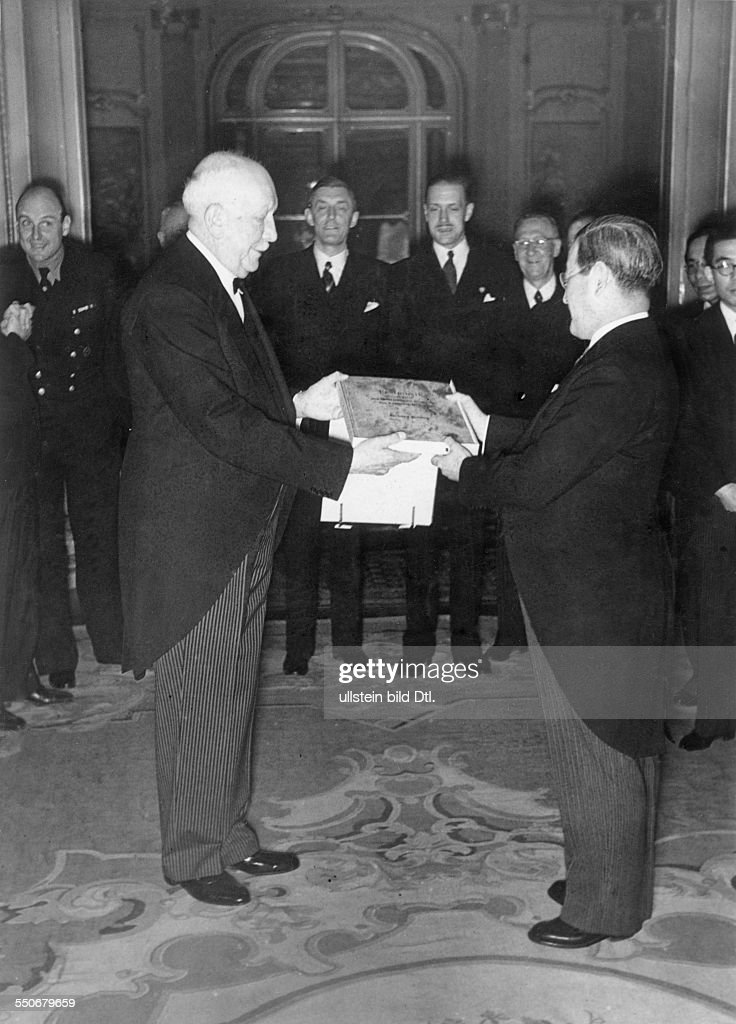 Richard Strauss composed a piece of music on the occasion of the 2600th anniversary of the Japanese Empire, Strauss presenting the composition to Japanese ambassador Saburo Kurusu in Berlin