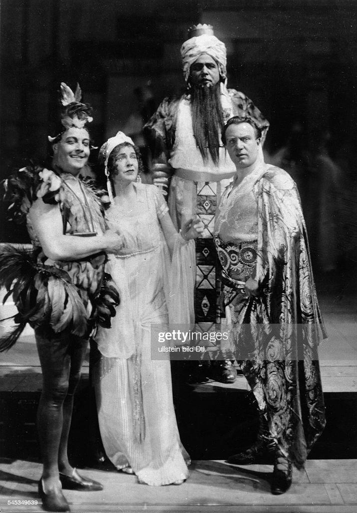 Richard Tauber*16081891Singer Austriain Mozart's Opera 'The Magic Flute' in the Berlin State Opera from the left Leo Schützendorf Delia Reinhardt...