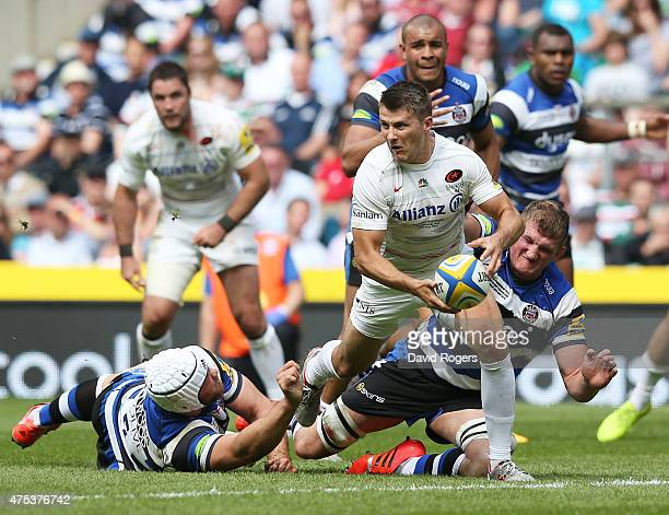 Richard Wigglesworth of Saracens looks for support during the Aviva Premiership Final between Bath Rugby and Saracens at Twickenham Stadium on May 30...
