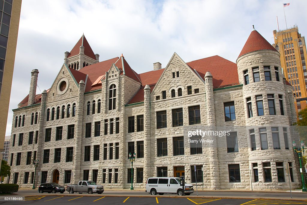 Richardsonian Romanesque-style city hall, Syracuse