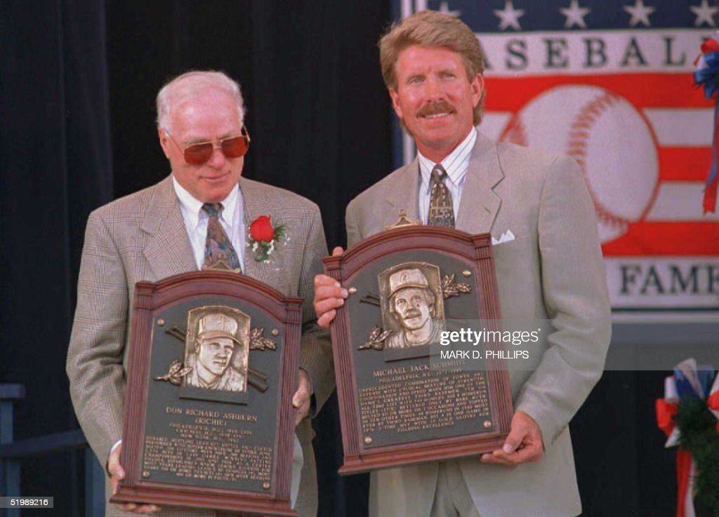 Richie Ashburn (L) and Mike Schmidt (R) hold their plaques after their induction into the National Baseball Hall of Fame 30 July in Cooperstown, NY. The two former Philadelphia Phillies joined a total of five inductees in today's ceremony.