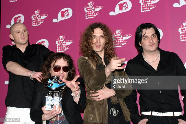 Richie Edwards Justin Hawkins Dan Hawkins and Ed Graham of The Darkness winners of Best Rock Video for 'One Way Ticket'