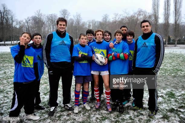 Richie McCAW / Dan CARTER Operation Adidas Joueurs All Blacks et du Stade Francais a la rencontre de jeunes rugbymen La Faisanderie Parc de Saint...