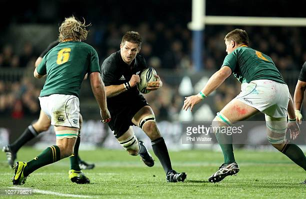 Richie McCaw of the All Blacks looks for the gap during the TriNations match between the New Zealand All Blacks and South Africa Springboks at Eden...