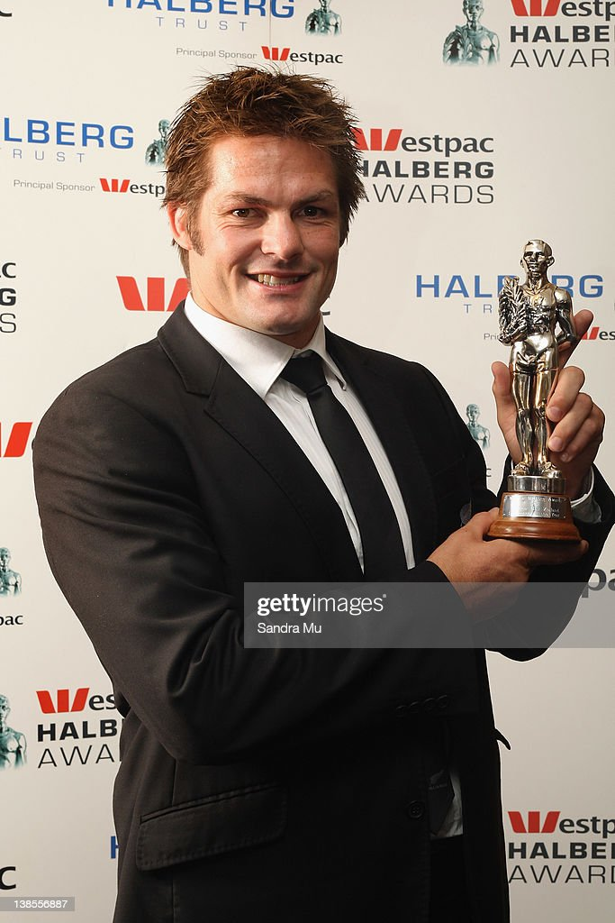 <a gi-track='captionPersonalityLinkClicked' href=/galleries/search?phrase=Richie+McCaw&family=editorial&specificpeople=165235 ng-click='$event.stopPropagation()'>Richie McCaw</a> of the All Blacks poses with his award for Sportsman of the Year during the 2012 Halberg Awards at Sky City Convention Centre on February 9, 2012 in Auckland, New Zealand.