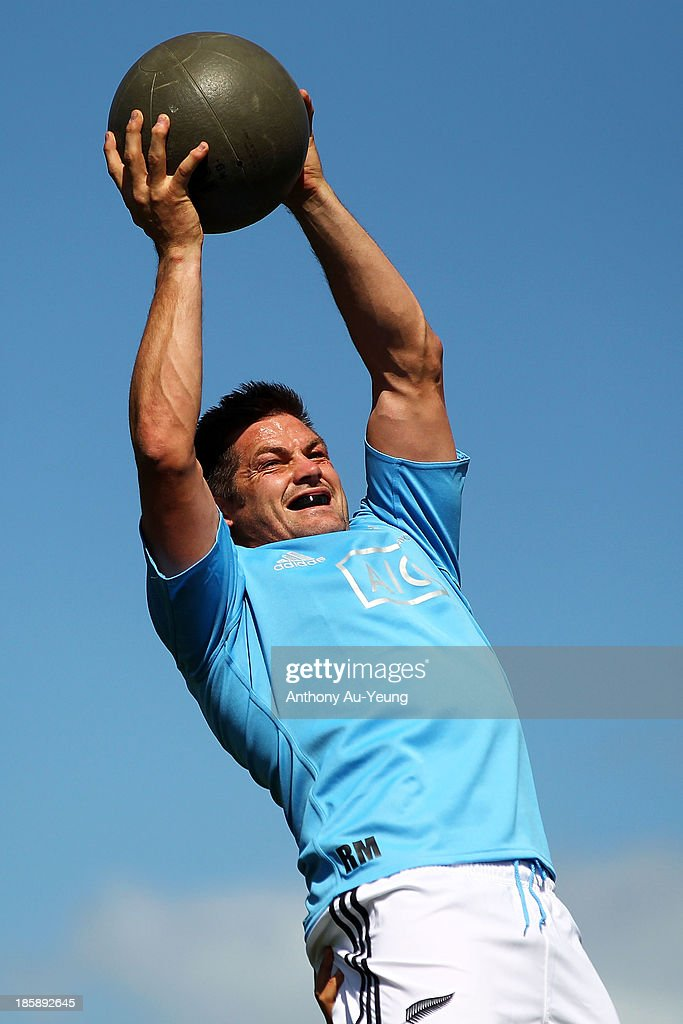 <a gi-track='captionPersonalityLinkClicked' href=/galleries/search?phrase=Richie+McCaw&family=editorial&specificpeople=165235 ng-click='$event.stopPropagation()'>Richie McCaw</a> of the All Blacks practises at the lineout during a New Zealand All Blacks training session at Waitakere Stadium on October 26, 2013 in Auckland, New Zealand.