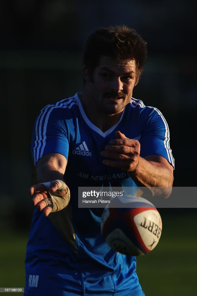 <a gi-track='captionPersonalityLinkClicked' href=/galleries/search?phrase=Richie+McCaw&family=editorial&specificpeople=165235 ng-click='$event.stopPropagation()'>Richie McCaw</a> of the All Blacks runs through drills during a training session at Latymers Upper School on November 29, 2012 in London, England.