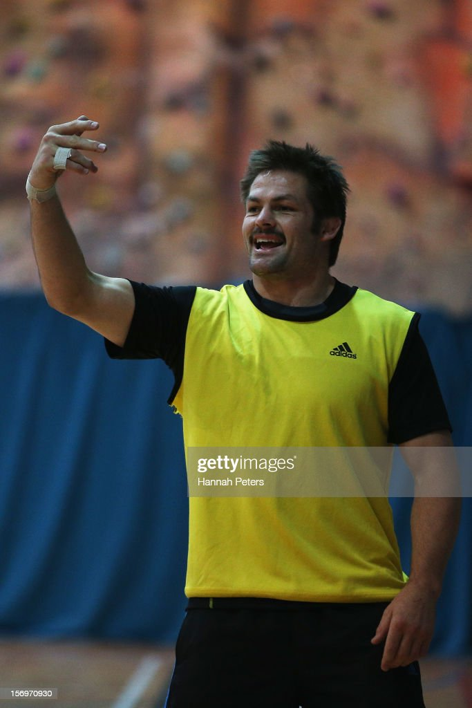 <a gi-track='captionPersonalityLinkClicked' href=/galleries/search?phrase=Richie+McCaw&family=editorial&specificpeople=165235 ng-click='$event.stopPropagation()'>Richie McCaw</a> of the All Blacks takes part in a recovery session at the Imperial College on November 26, 2012 in London, England.