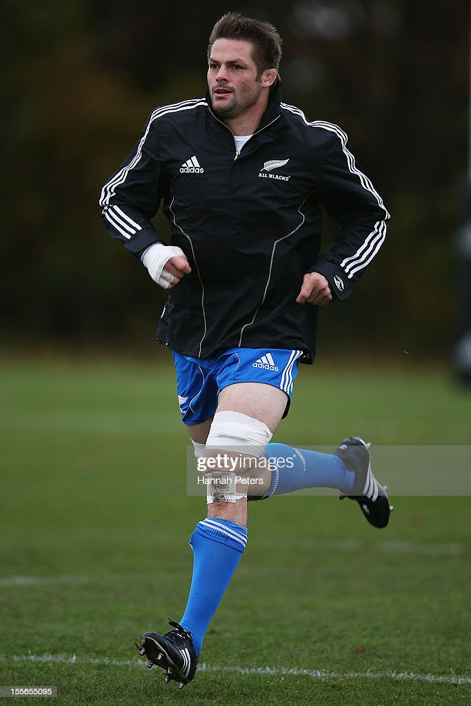 <a gi-track='captionPersonalityLinkClicked' href=/galleries/search?phrase=Richie+McCaw&family=editorial&specificpeople=165235 ng-click='$event.stopPropagation()'>Richie McCaw</a> of the All Blacks warms up during a training session at Peffermill University on November 6, 2012 in Edinburgh, Scotland.