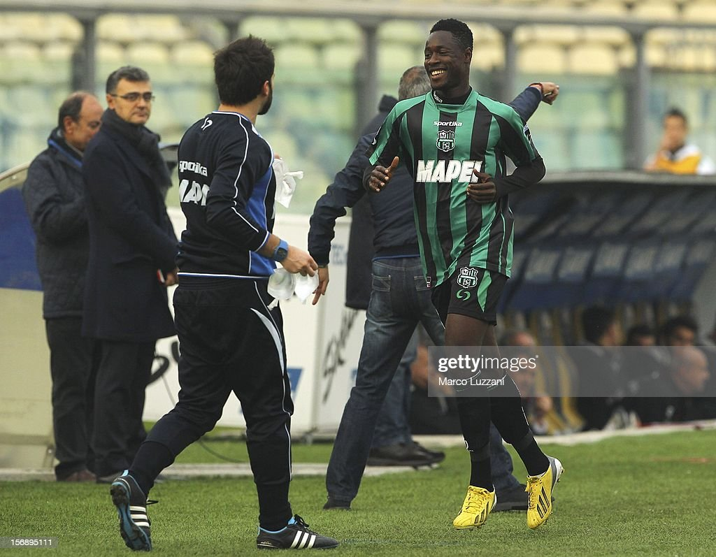 <a gi-track='captionPersonalityLinkClicked' href=/galleries/search?phrase=Richmond+Boakye&family=editorial&specificpeople=6886367 ng-click='$event.stopPropagation()'>Richmond Boakye</a> of US Sassuolo celebrates after scoring the opening goal during the Serie B match between US Sassuolo and Reggina Calcio at Alberto Braglia Stadium on November 24, 2012 in Modena, Italy.