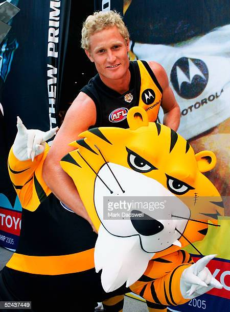 Richmond captain Kane Johnson poses with his teams mascot during the AFL Club Captains Press Conference at the QV square March 17 2005 in Melbourne...