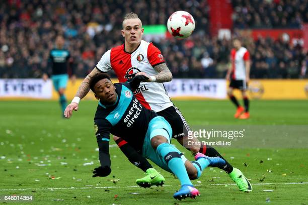 Rick Karsdorp of Feyenoord in action with Jetro Willems of PSV Eindhoven during the Dutch Eredivisie match between Feyenoord and PSV Eindhoven at De...