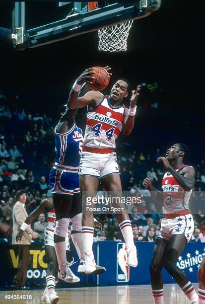 Rick Mahorn of the Washington Bullets grabs a rebound against the Kansas City Kings during an NBA basketball game circa 1982 at the Capital Centre in...