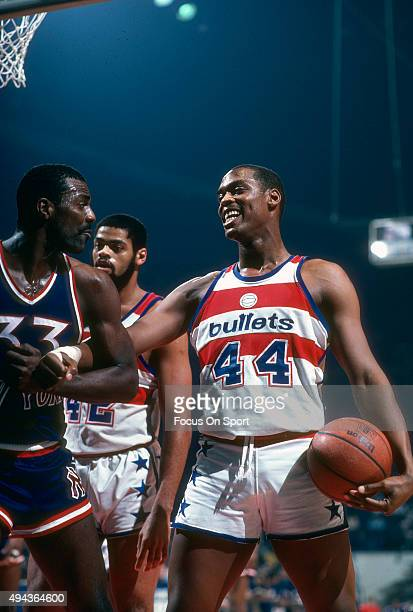 Rick Mahorn of the Washington Bullets in action against the New York Knicks during an NBA basketball game circa 1981 at the Capital Centre in...