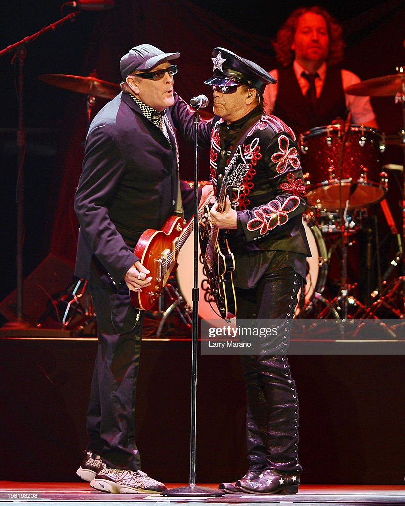 <a gi-track='captionPersonalityLinkClicked' href=/galleries/search?phrase=Rick+Nielsen&family=editorial&specificpeople=214720 ng-click='$event.stopPropagation()'>Rick Nielsen</a>, <a gi-track='captionPersonalityLinkClicked' href=/galleries/search?phrase=Robin+Zander&family=editorial&specificpeople=217551 ng-click='$event.stopPropagation()'>Robin Zander</a> and Daxx Nielsen of Cheap Trick perform at BB&T Center on December 9, 2012 in Sunrise, Florida.