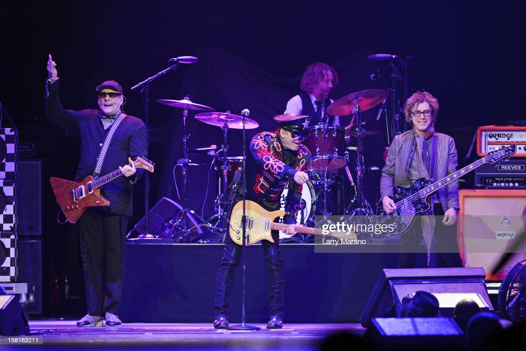 <a gi-track='captionPersonalityLinkClicked' href=/galleries/search?phrase=Rick+Nielsen&family=editorial&specificpeople=214720 ng-click='$event.stopPropagation()'>Rick Nielsen</a>, <a gi-track='captionPersonalityLinkClicked' href=/galleries/search?phrase=Robin+Zander&family=editorial&specificpeople=217551 ng-click='$event.stopPropagation()'>Robin Zander</a>, Daxx Nielsen and Tom Petersson of Cheap Trick perform at BB&T Center on December 9, 2012 in Sunrise, Florida.