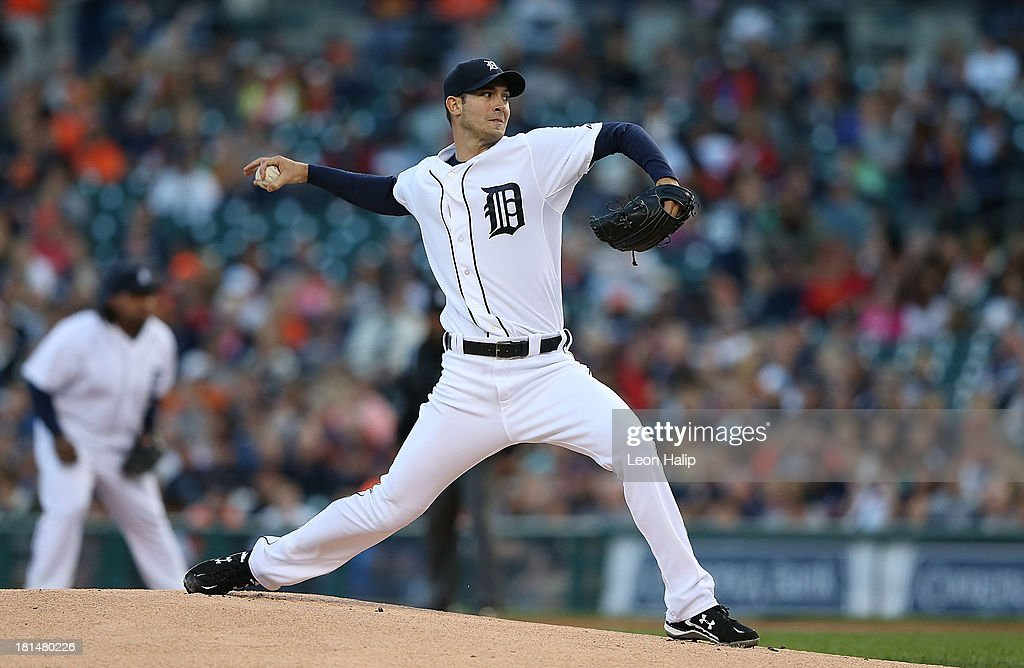 Rick Porcello #21 of the Detroit Tigers pitches during the first inning of the game against the Chicago White Sox at Comerica Park on September 21, 2013 in Detroit, Michigan.