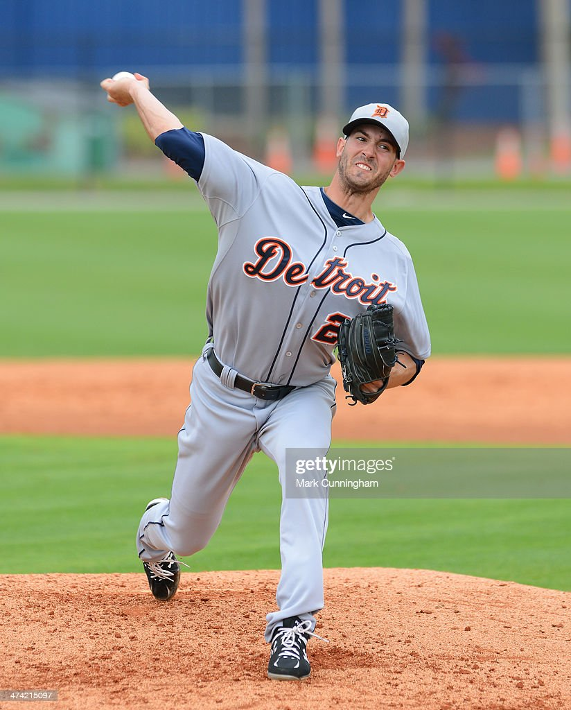 <a gi-track='captionPersonalityLinkClicked' href=/galleries/search?phrase=Rick+Porcello&family=editorial&specificpeople=4495644 ng-click='$event.stopPropagation()'>Rick Porcello</a> #21 of the Detroit Tigers pitches during the spring training workout day at the TigerTown complex on February 22, 2014 in Lakeland, Florida.