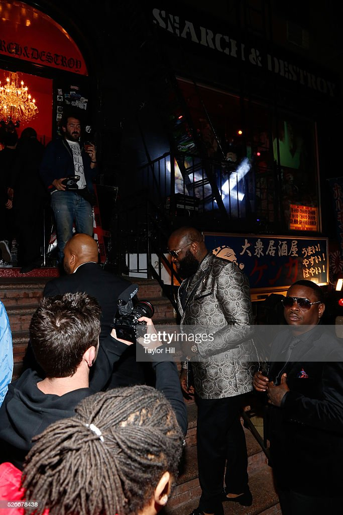 <a gi-track='captionPersonalityLinkClicked' href=/galleries/search?phrase=Rick+Ross+-+Rapper&family=editorial&specificpeople=11492924 ng-click='$event.stopPropagation()'>Rick Ross</a> arrives at the Vogue.com Met Gala Cocktail Party at Search & Destroy on April 30, 2016 in New York, New York.