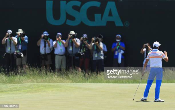 Rickie Fowler of the United States reacts after making par on the ninth green during the first round of the 2017 US Open at Erin Hills on June 15...