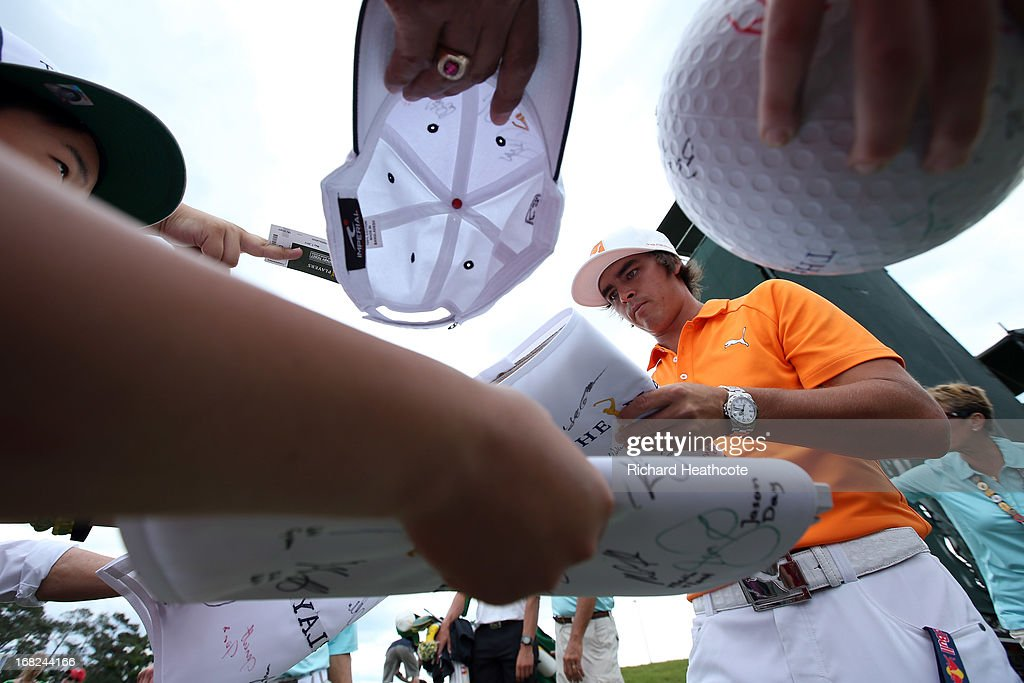 Rickie Fowler of the USA signs autographs for spectators during a practise round for THE PLAYERS Championship at TPC Sawgrass on May 7, 2013 in Ponte Vedra Beach, Florida.